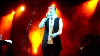 Suzanne Vega - The Man Who Played God (live @ Gödör, 25 July 2009)
