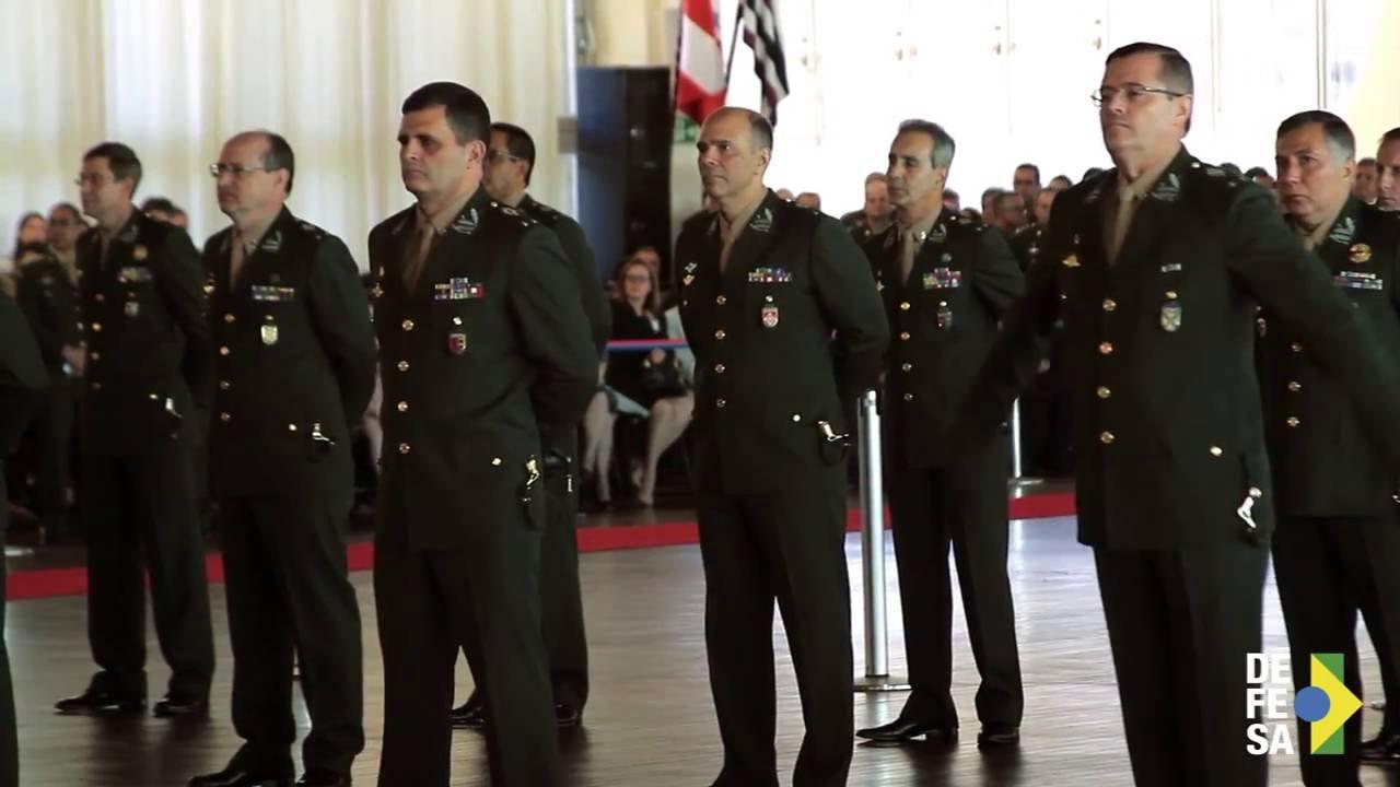80ea8dffe9f5c Entrega de espadas aos novos generais de brigada - YouTube