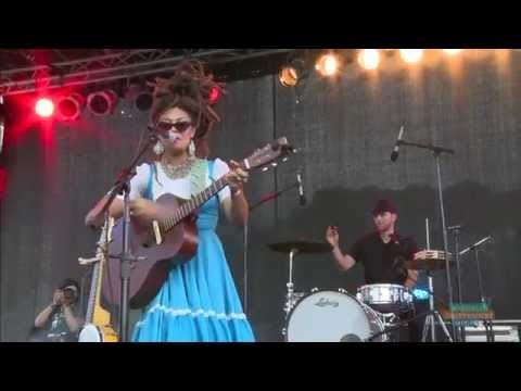 """Valerie June performs """"Pushin' Against a Stone"""" at AFROPUNK FEST 2014"""