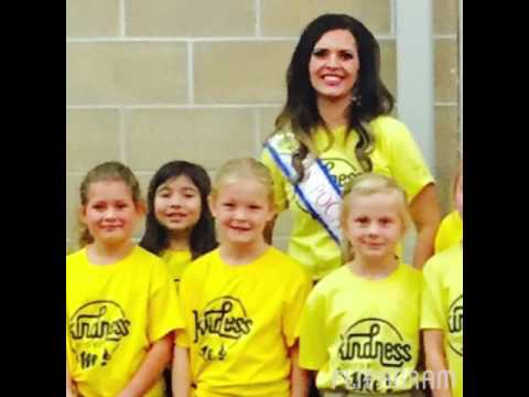 Pocatello Community Charter School gets Kindness T-Shirts from Mrs. Pocatello