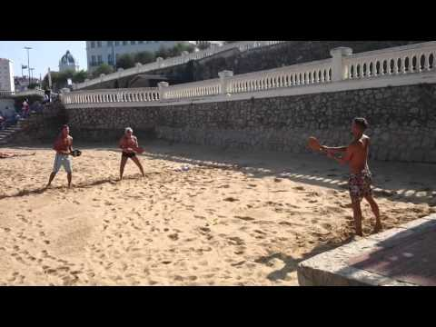Frescobol, un divertido juego de palas para tus días de playa