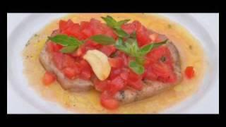 Grillen, Gegrillter Schwertfisch mit marinierten Tomaten