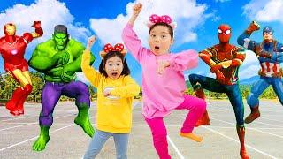 Boram et ses amis jouent au centre d'apprentissage pour enfants
