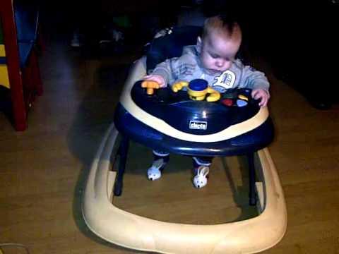 Baby mnd loopt in ufo loopstoel youtube