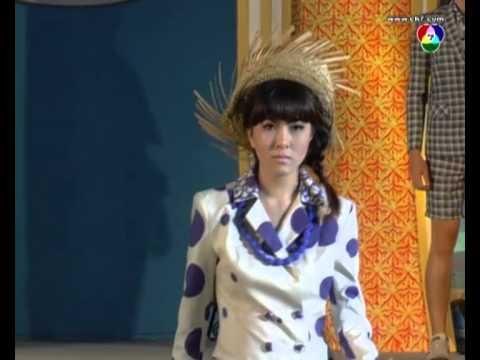 งานเดินแบบมหกรรมผ้าไหมไทย ร่วมเทิดไท้ราชินี ประจำปี 2556