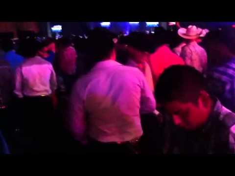 Calibre 50 de amarillo tx azteca Music hall