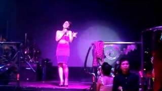 Vietnam Idol 2010 - Uyen Linh   Cam On Tinh Yeu @ 2011 New Phuong Dong Danang City Dancing