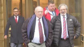 Gambar cover Dershowitz: A 'Shakedown plot' by Epstein accuser
