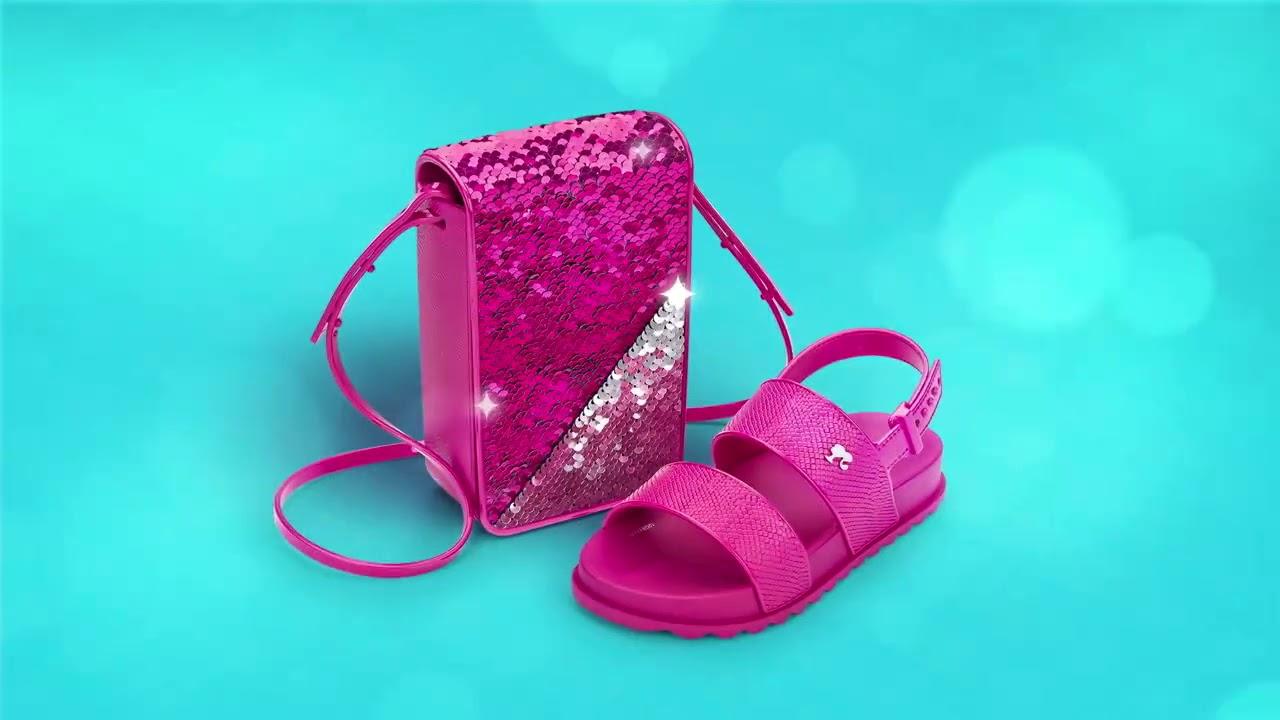 2957abe84 Sandália Barbie Grendene com bolsa que muda de estilo - YouTube