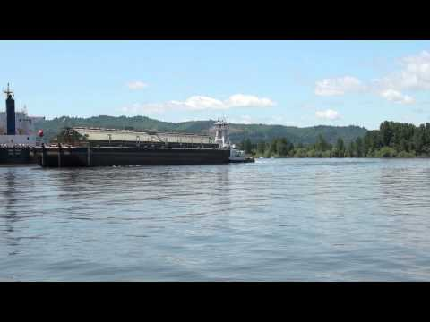 Invader Grabs An Empty Barge At Columbia Grain: 6-7-14