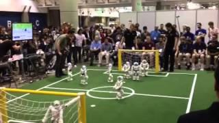 Equipos de NAO jugando Soccer en Robocup 2012.