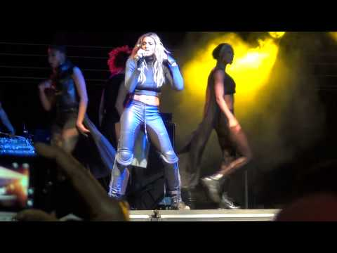 Ciara 1,2 Step/Work live in South africa 2012