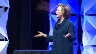 Repeat youtube video Watch Hillary Clinton dodge a shoe on stage