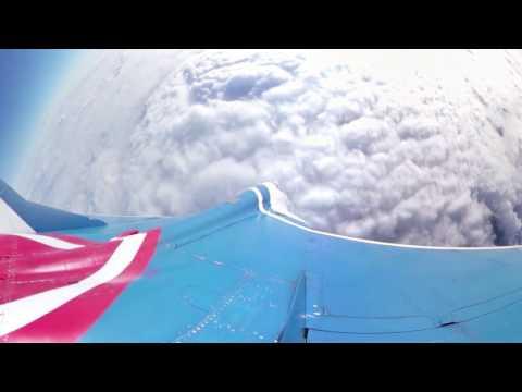 Usiądź na skrzydle MIG-a wlatującego w stratosferę