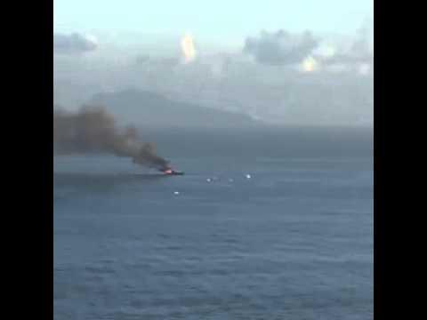 VIDEO - In fiamme nel golfo di Napoli lo yacht di De Laurentiis