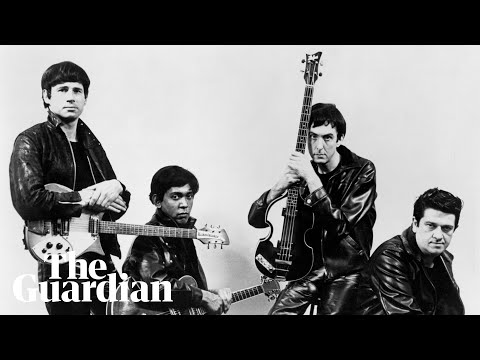 Neil Innes performs 'I Must Be in Love' with the Rutles