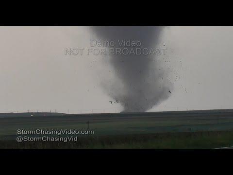 Dodge City, Kansas, several large tornadoes throwing debris - 5/24/2016