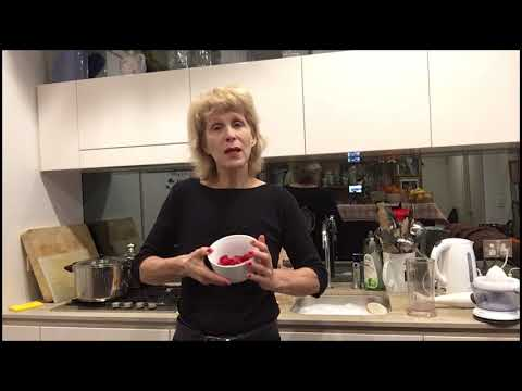 Fresh Fruit Juicing with Dr Tracie O'Keefe DCH, Medical Nutritionist
