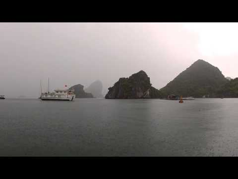 Rainy morning in Ha Long Bay, Viêt Nam. South China Sea - Travel Video PostCard