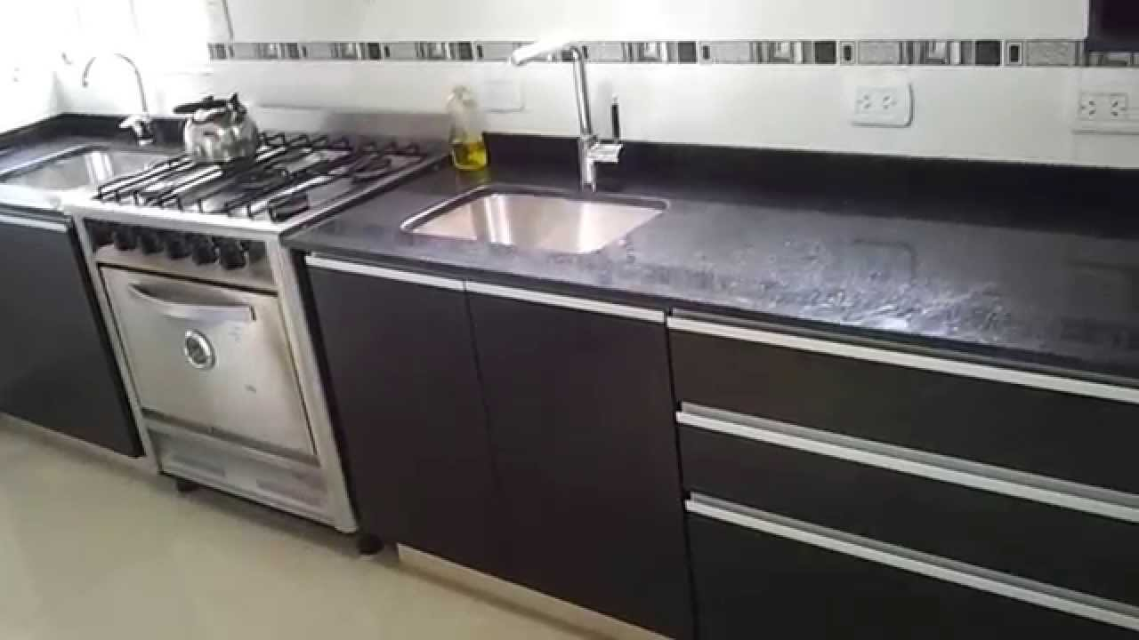 Mueble de cocina fresno negro fabrica en villa devoto te for Marmol negro para cocina