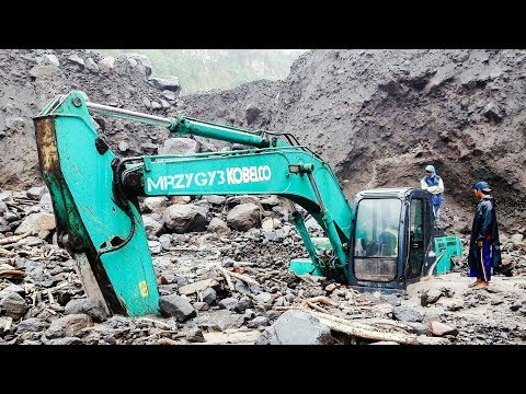 Excavator Disaster By Flood Kobelco SK200 Recovery