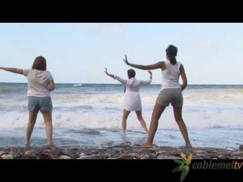 Melilla celebra el Día Internacional del Yoga en la playa de Horcas Coloradas