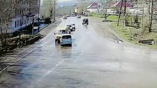 В Усть-Куте на перекрёстке иномарка протаранила микроавтобус