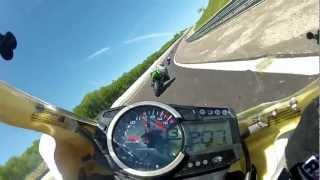 Grosse Bagarre à moto sur Circuit