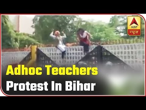 Patna - Ad hoc teacher protest in front of Bihar Assembly, Police lathicharge