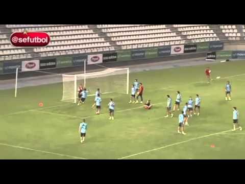 spain-u21-amazing-training-game---25-players-vs-3-goalkeeper