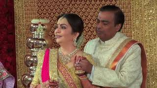 Lata Mangeshkar 's rendition of Gayatri Mantra for newlyweds Isha Ambani and Anand Piramal