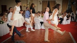 O πιο τρελός πρώτος χορός ζευγαριού που έχετε δει!!!