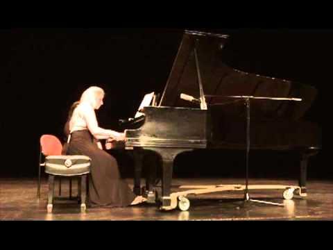 """Yalil Guerra: """"Seducción"""". Performed by Elizabeth Rebozo."""