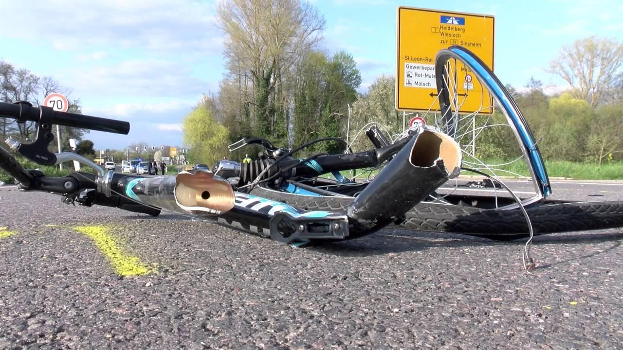 Tödliches Unfall-Drama auf B3: Auto erfasst Fußgänger (54) - YouTube