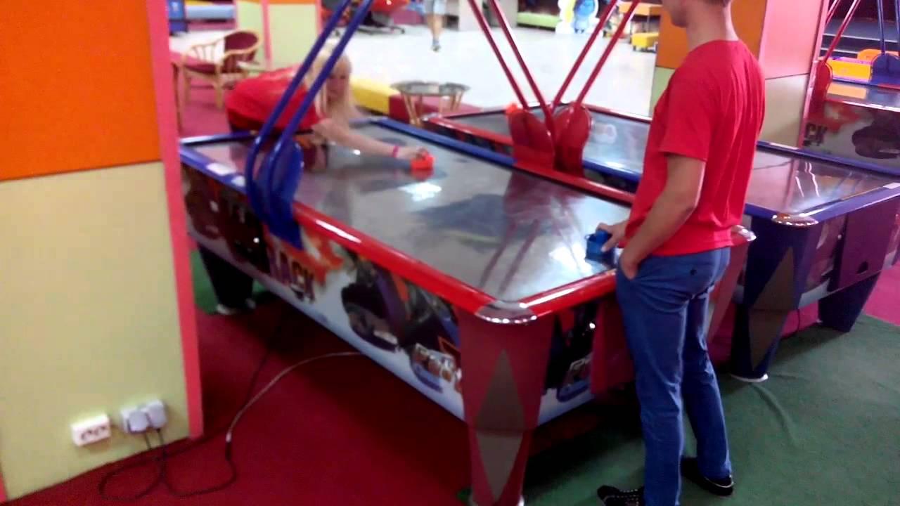 Поездка в детский игровой центр Немо в г. Бобруйске. аэрохоккей .