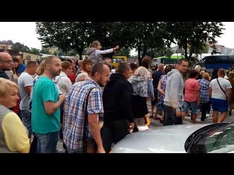 Новини Тернополя 20 хвилин: Деякі машини намагались проїхати. Проте їх не пустили