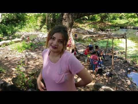 Jaqueline saliendo de bañarse Monte fresco Usulutan El Salvador Daily