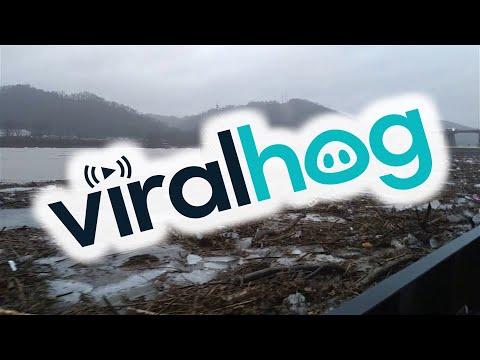 Ohio River Thaws After Being Frozen || ViralHog