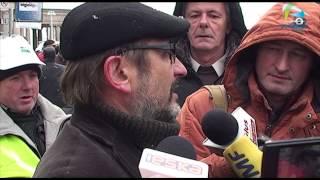 Rolnicy z Województwa Zachodniopomorskiego przed siedzibą Agencji Nieruchomości Rolnej.