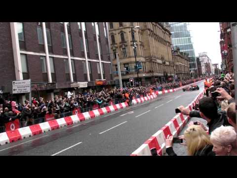 Jenson Button drives McLaren F1 car in Manchester streets (Vodafone VIP) V8 Sound