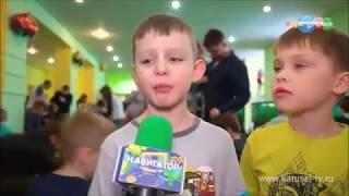 Смотреть видео Карусель. Навигатор. Где в Москве можно построить игрушечную гоночную трассу онлайн