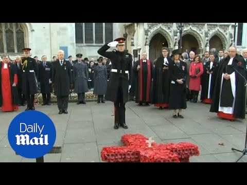 Prince Harry lays Cross of Remembrance at Westminster Abbey - Daily Mail