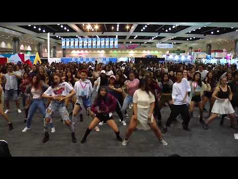 KPOP Random Dance Game (KCON17 DAY 3)