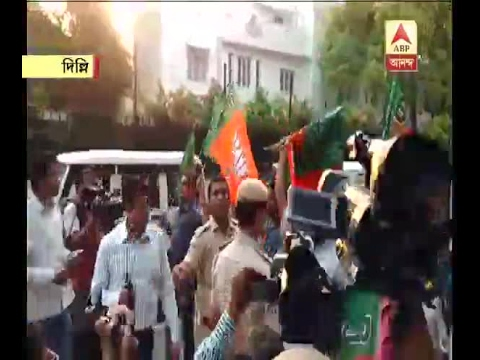 BJP supporters protest outside Mamata Banerjee's house in Delhi