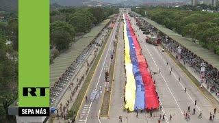 Venezuela despliega la bandera más grande en la historia del país