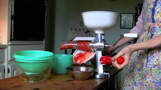 Using the Roma Food Mill for Tomato Sauce