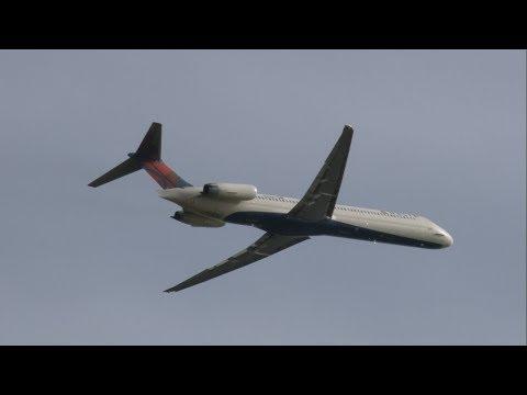 McDONNELL DOUGLAS MD-80 COMPILATION