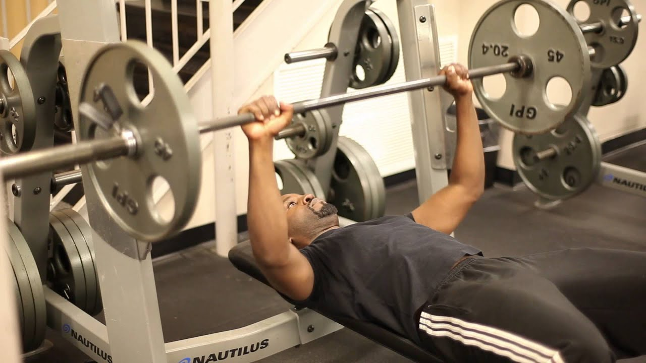 The Difference Between a Chest Press Machine & a Bench Press : Functional  Fitness Tips