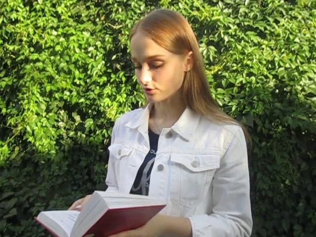 Изображение предпросмотра прочтения – АнастасияСорокина читает произведение «Поздний ответ» А.А.Ахматовой