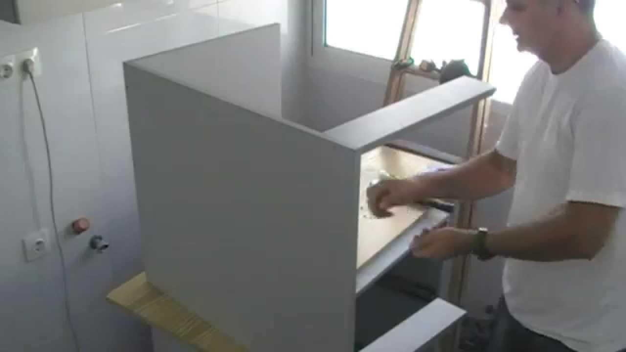 Montaje de mueble de cocina bajo youtube for Mueble bajo rinconera cocina